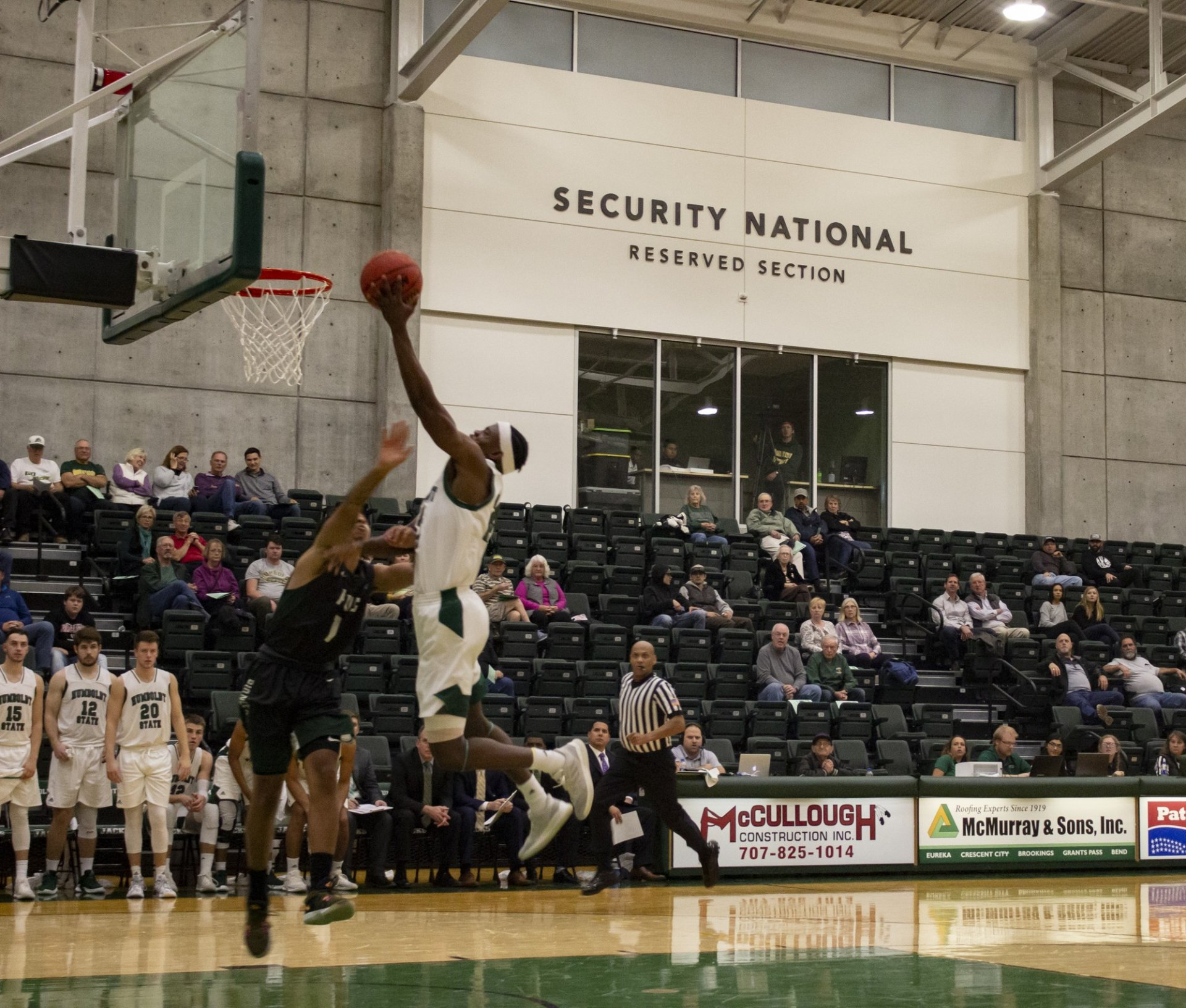 Senior Romario Wilson attempts shot at basket against Pacific Union on Nov. 13. at Lumberjack Arena. | Photo by Amanda Schultz