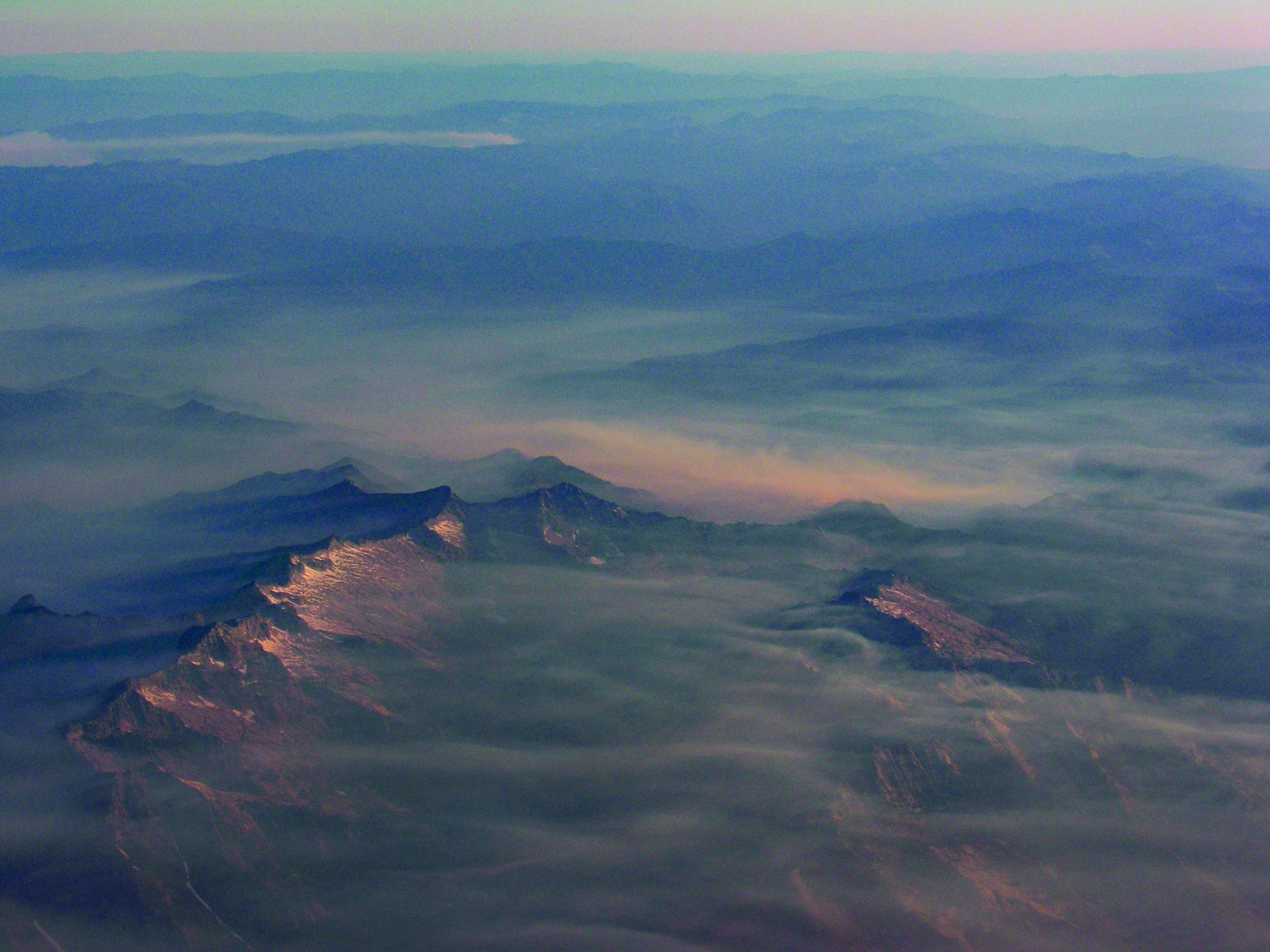 Smoke blankets California mountains on July 11, 2015 | Photo by Mike Kelly
