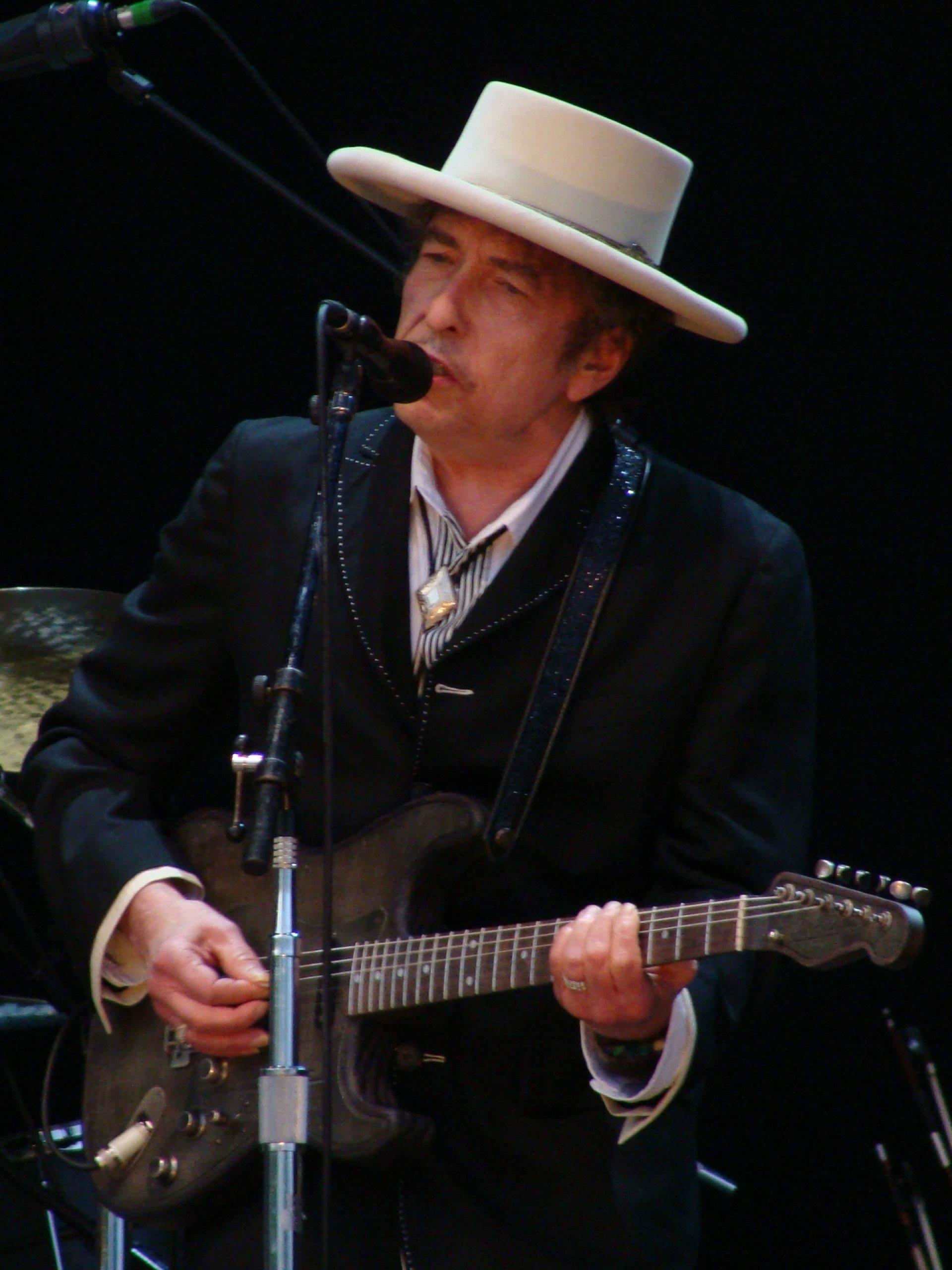Bob Dylan performing. | Photo courtesy Alberto Cabello