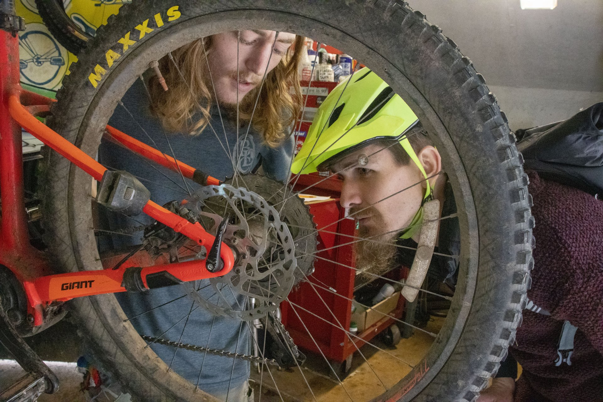 Julian Palmisano, director of the BLC, assists student Isaac West replace his chain on Jan. 29. | Photo by Dakota Cox