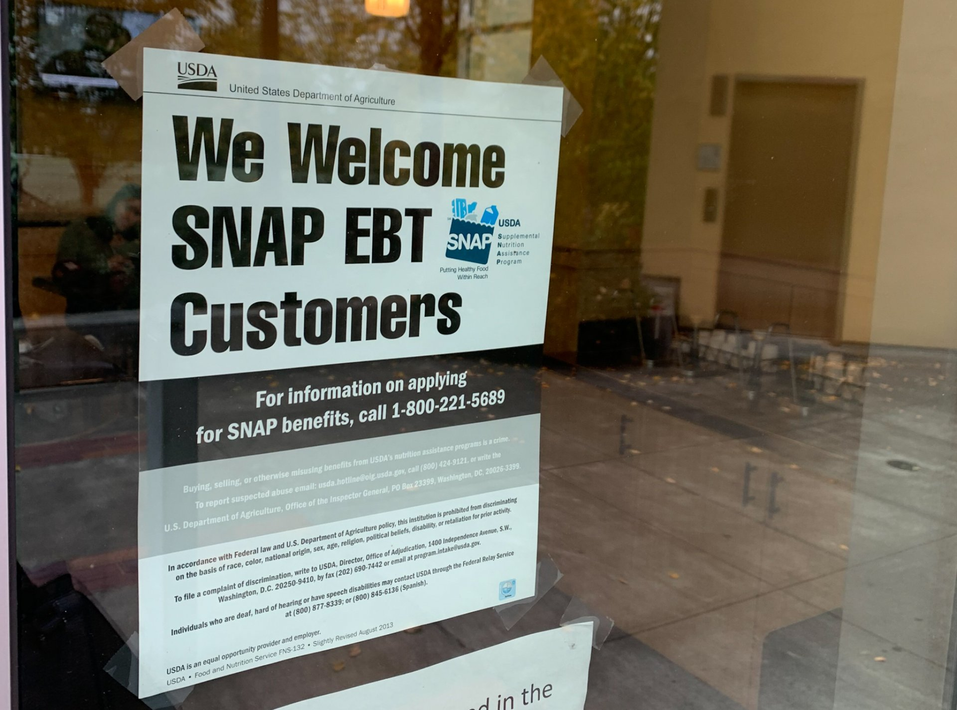 A sign outside the Marketplace stating that they accept EBT, otherwise known as CalFresh Benefits or SNAP. | Photo by Rachel Marty