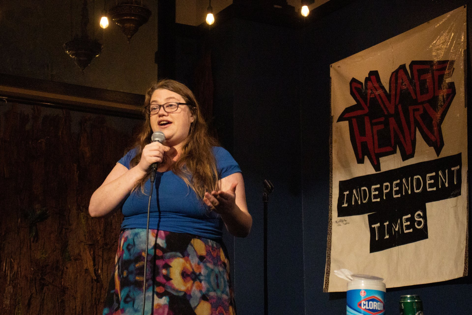 Comedian Rachel Pinson addresses the audience. Photo by Sophia Escudero.