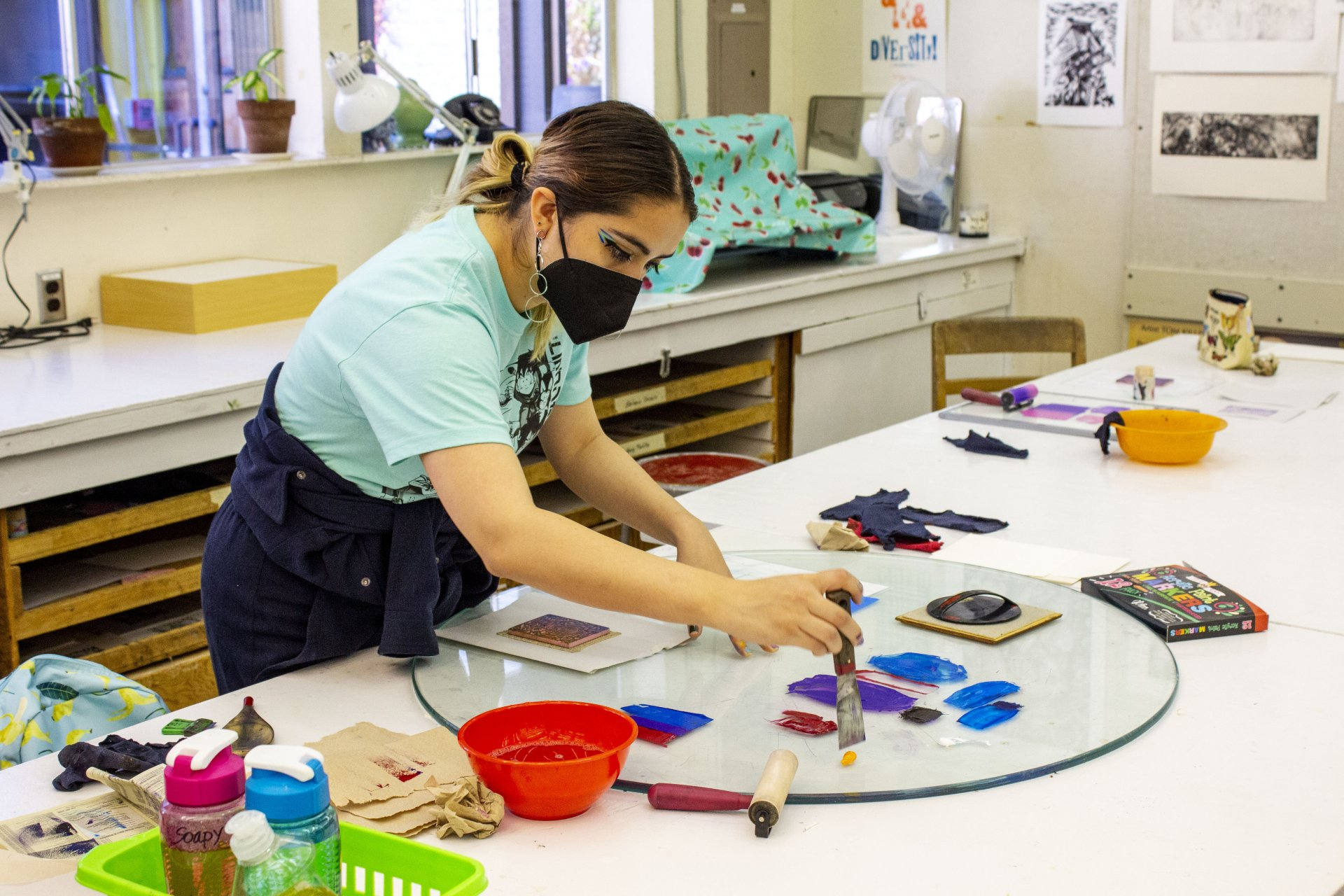 Class partners Alyson Ashamalla and Allison Hair work on their linocut prints during class. Wednesday Sept. 22