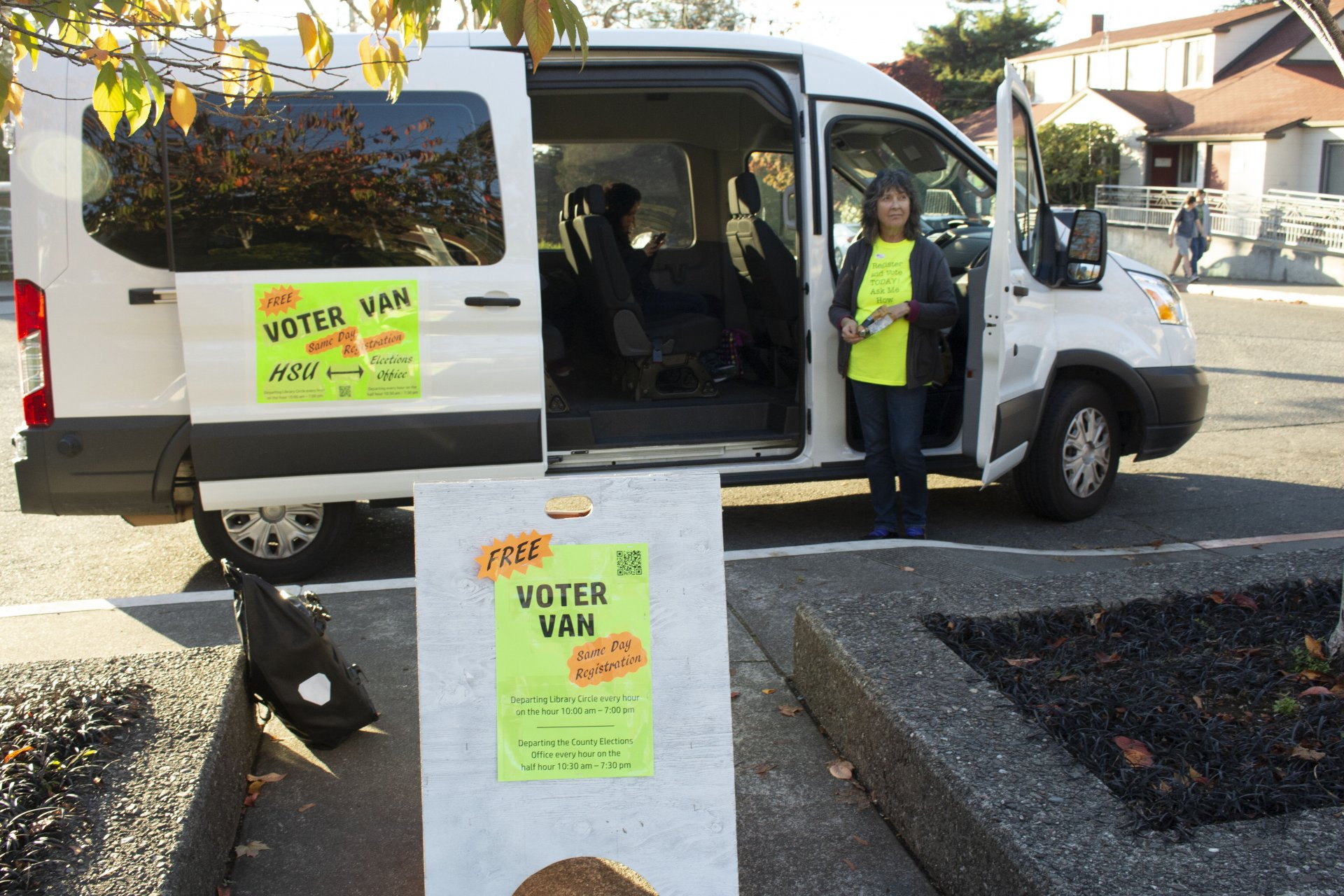 Kathryn Donoghue and the Voter Van waiting to pick people up at the Library Circle on HSU campus to vote on Tuesday, Nov. 6. | Photo by Deven Chavannes