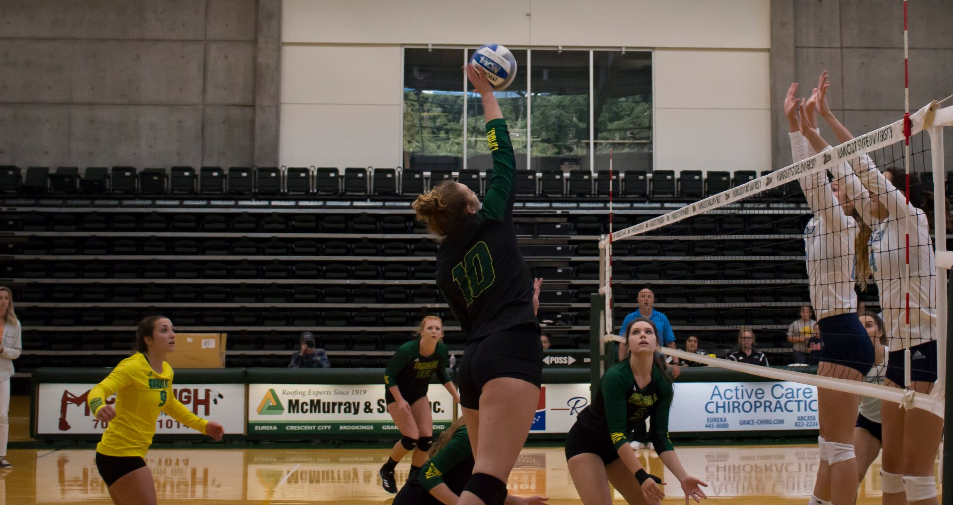 Jacks outside hitter Summer Hansen (10) goes up for the kill against Sonoma State at Lumberjack Arena. The Jacks lost 3-0 for their fifth straight loss of the season. | Photo by Alex Gonzalez