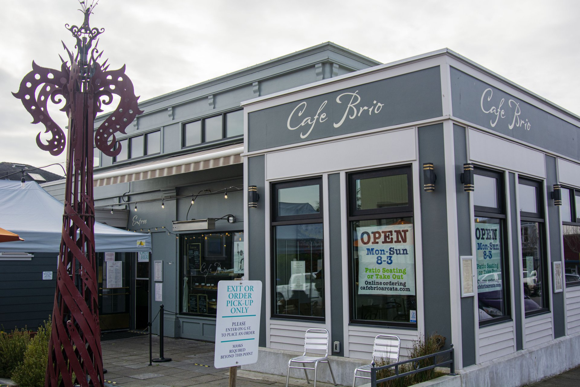 Cafe Brio in Arcata, CA on Feb. 9. is closed for dining indoors but customers are still able to come and pick up orders as well as use outdoor dining while observing COVID-19 regulations. | Photo by Elliott Portillo