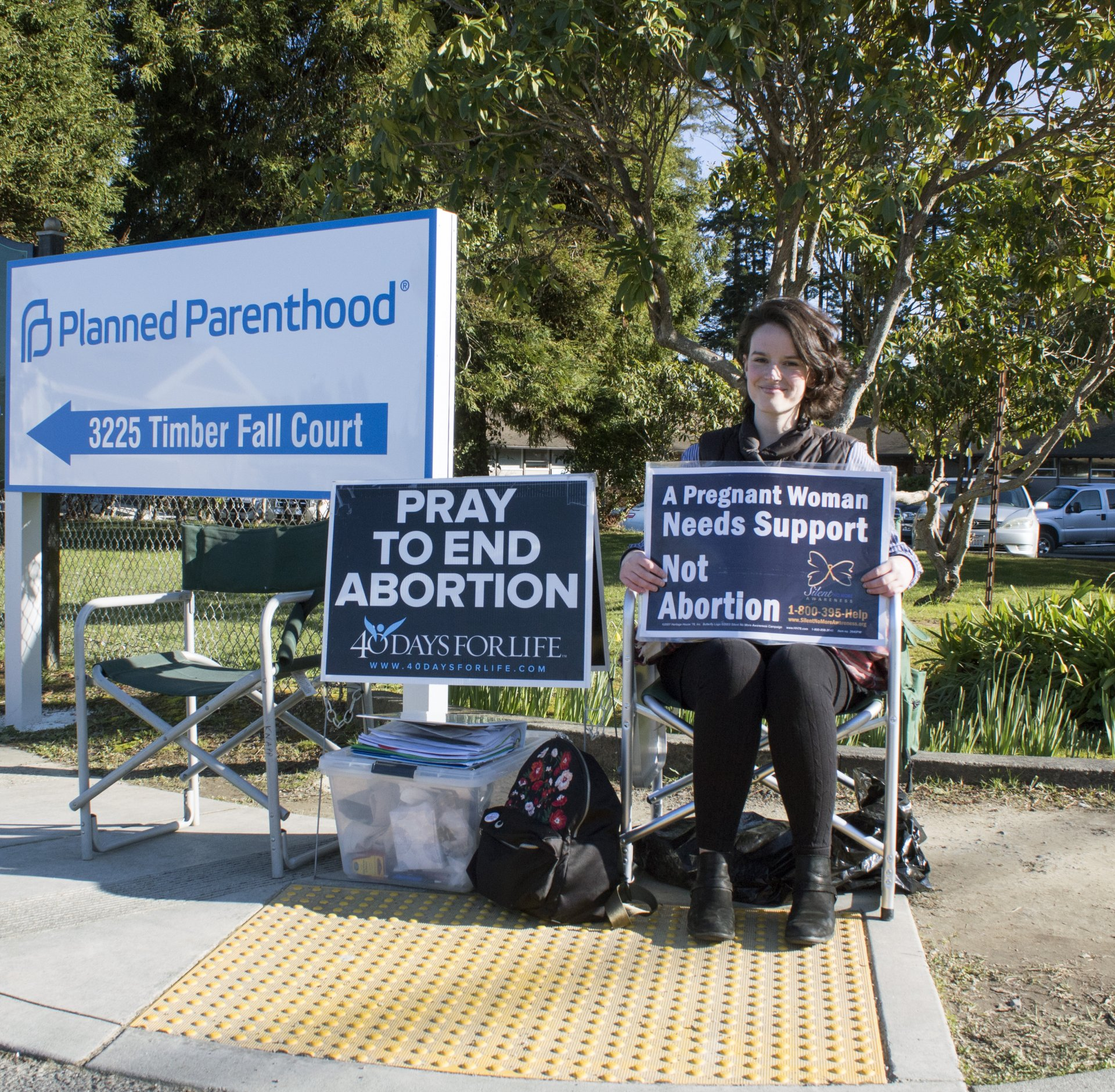 Moriah Nelson, 25, sits on the corner of Walford and Wilson in Eureka protesting abortion. Nelson campaigns for 40 Days for Life in Eureka. Photo by Abigail LeForge.