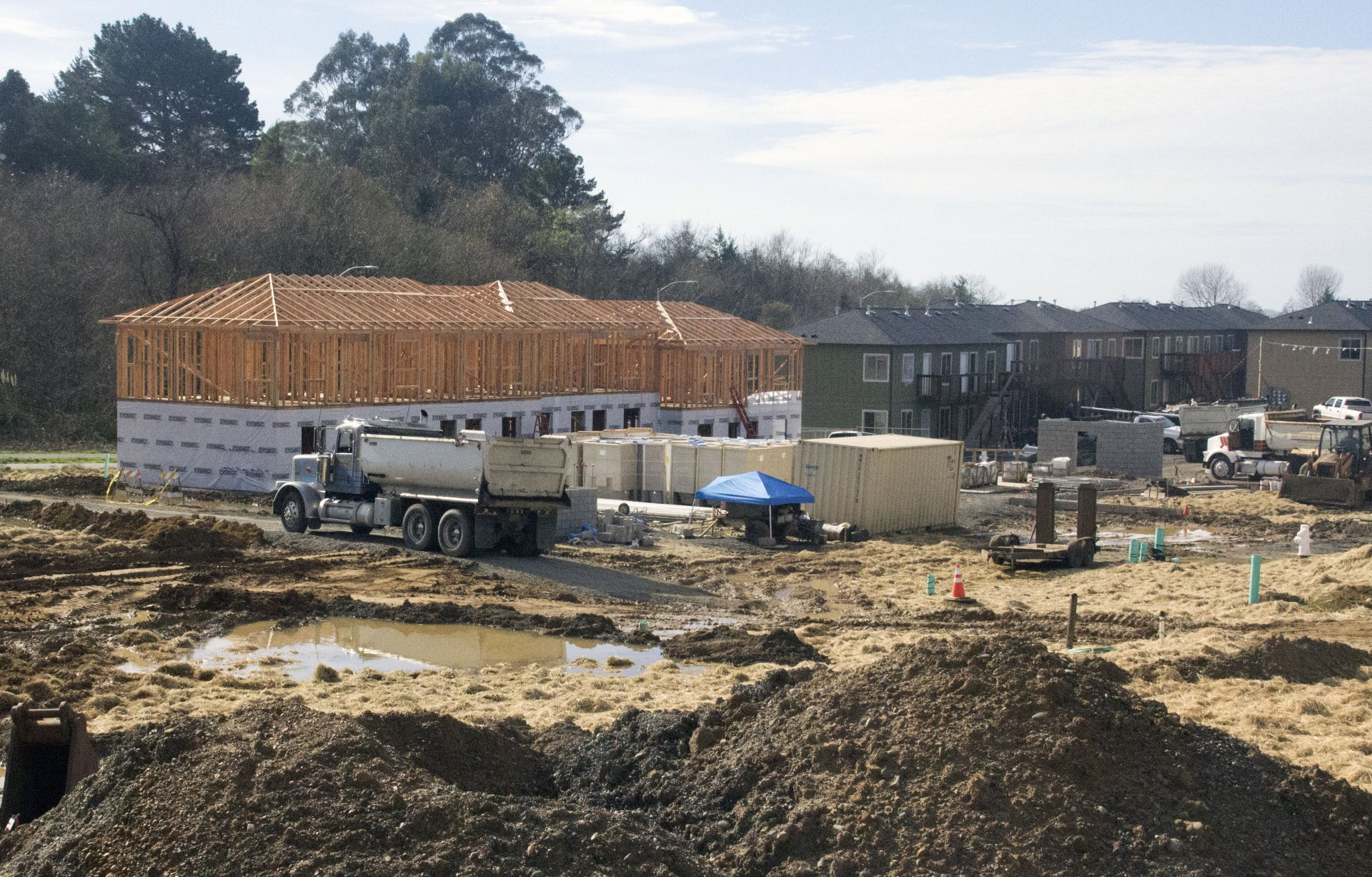 Construction site of the Sunset Terrace Apartments on Foster Ave. in Arcata. Photo by Surya Gopalan.