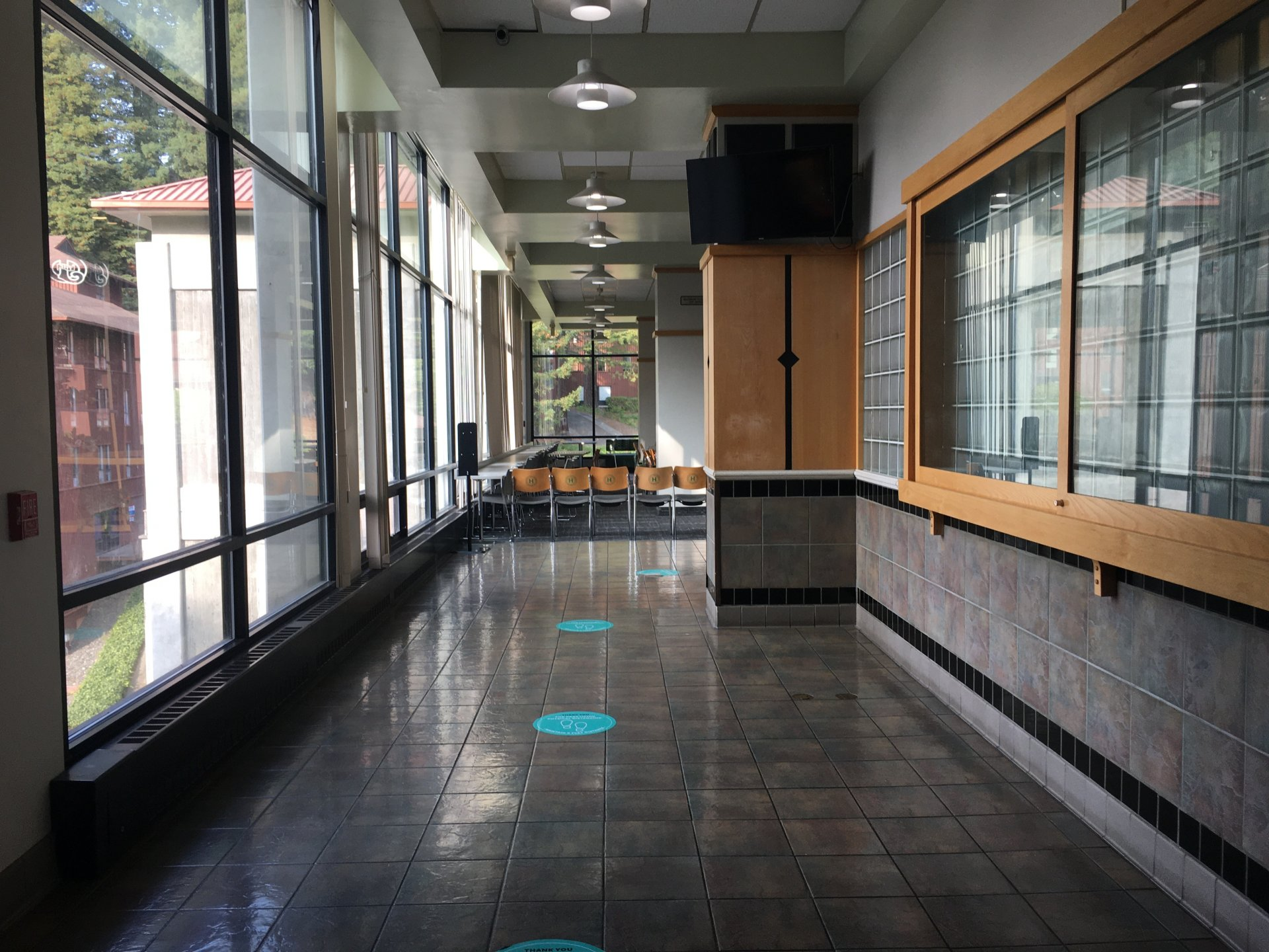 The J cafeteria entry way following the 6 ft apart arrows into the dining area, sept 14 | Photo by Becca Laurenson