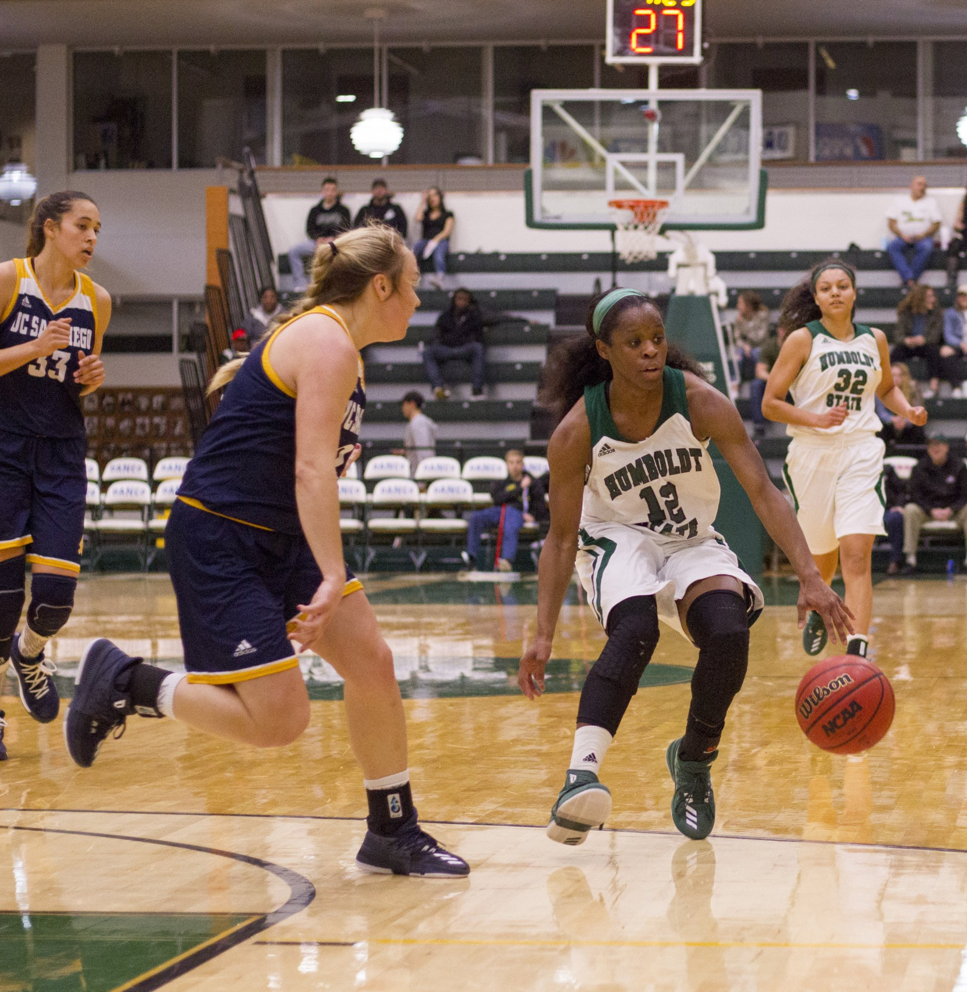 Tyla Turner hesitates on her way to the basket in a 77-62 loss against University of California, San Diego in the Lumberjack Arena on Feb. 17. Photo by Diego Linares.