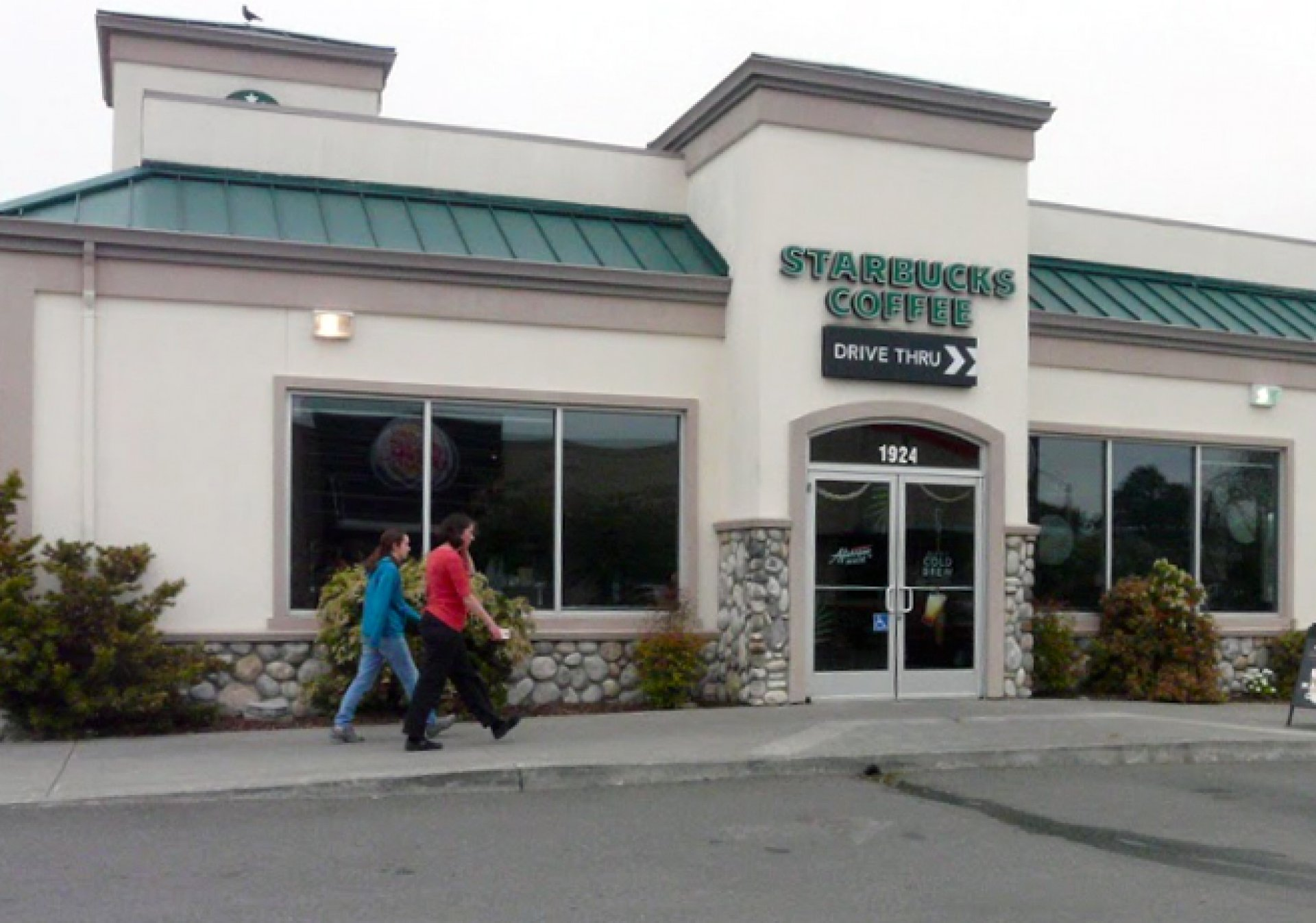Customers make their way into Starbucks in McKinleyville. Photo by Matthew Hable.