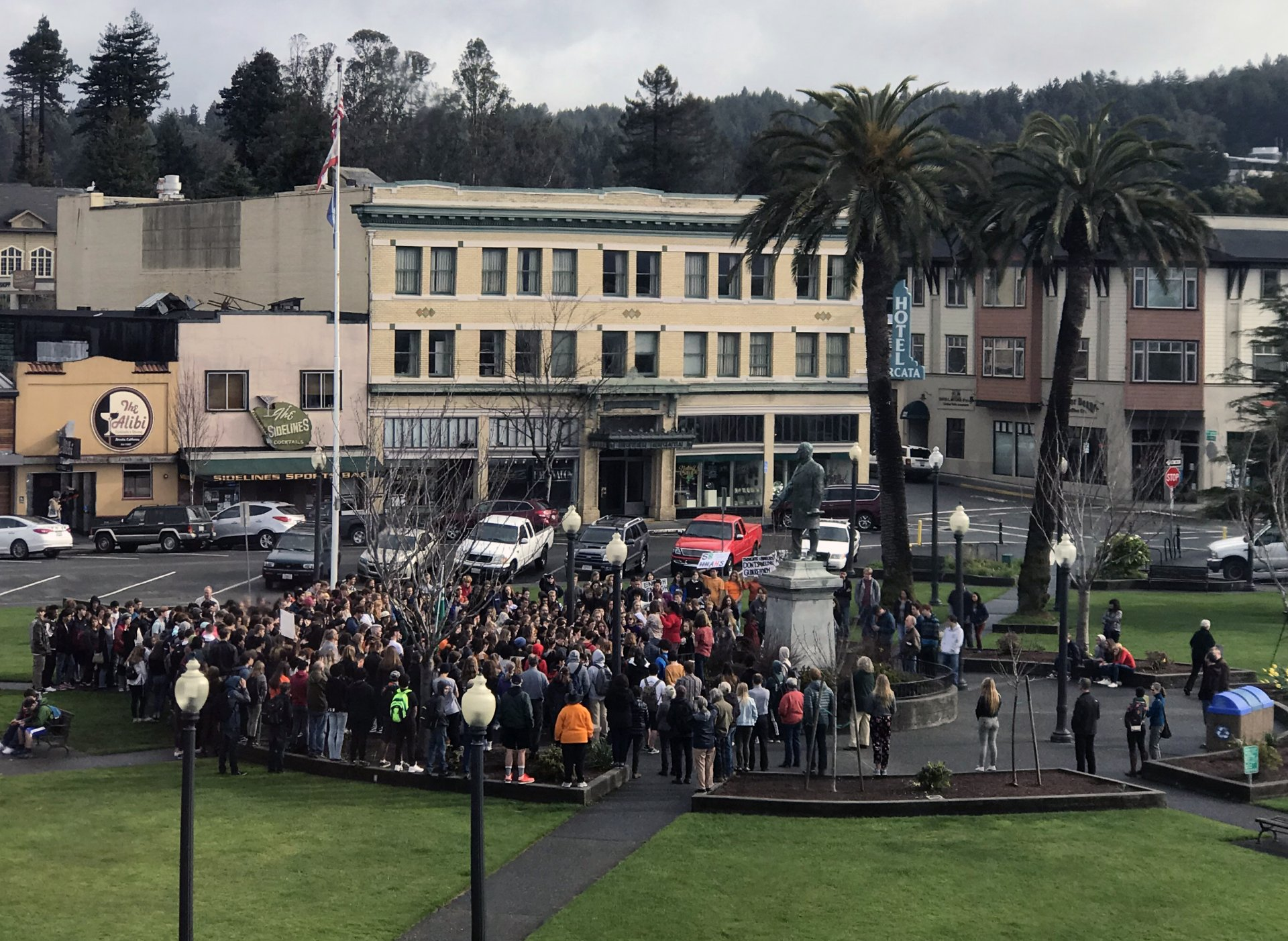Arcata High students joined a nationwide walkout on March 14 and gathered in the Arcata Plaza. The walkout was in honor of the lives lost in the recent Marjory Stoneman Douglas High shooting. Photo by Jack Bareilles.